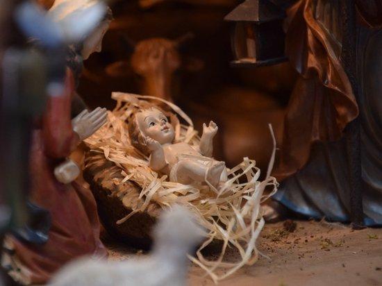 Не существует статистики, которая дала бы нам достоверную информацию в цифрах о том, сколько человек выдерживают 40-дневный пост перед Рождество и соблюдают церковные правила и традиции при подготовке к этому празднику