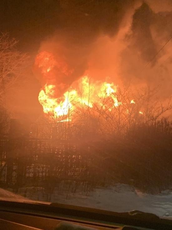 Три человека погибли при пожаре в Парголово