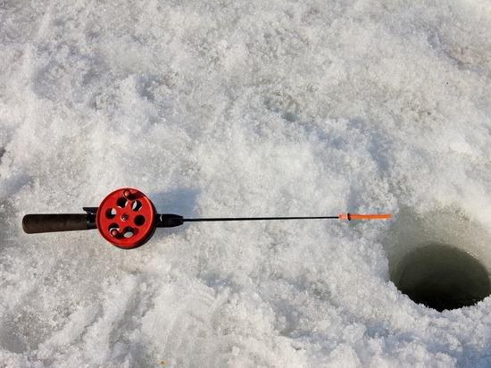 Сахалинец отправился на зимнюю рыбалку в Подмосковье и поймал осетра