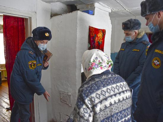 В Челябинской области сотрудники МЧС вышли в рейд по пожарной безопасности