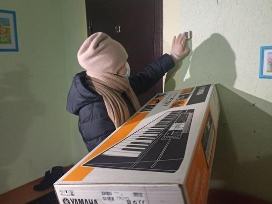 Депутат «Единой России» исполнила новогодние мечты двух детей с Ямала