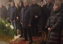Путин встречает Рождество в Новгородской области