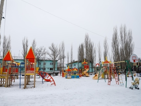 В рождественскую ночь в Волгограде сгорела горка на детской площадке