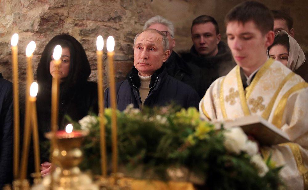 Розовый Путин, белый храм: кадры президента на Рождество вышли необычными
