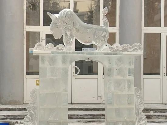 Гимназисты Йошкар-Олы украсили город ледяными символами Нового года