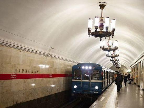 Неисправный состав остановил движение по красной ветке петербургского метро