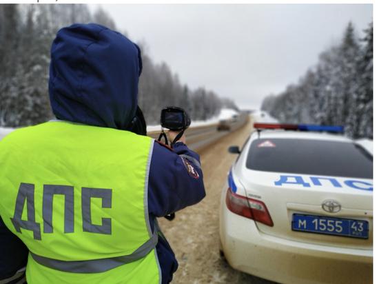 В Кировской области легковушка въехала в грузовик
