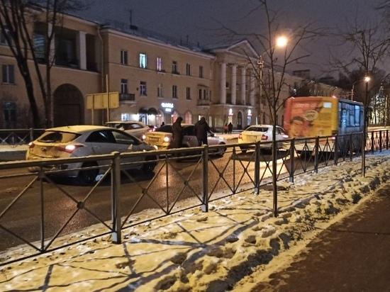 Виновник ДТП в Красном Селе скрылся с места происшествия