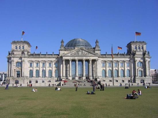 Берлин запросил у дипломатов в Вашингтоне отчет о массовых беспорядках