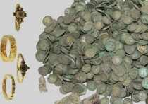 Польские археологи, проводящие раскопки в поле недалеко от деревни Слушкув, обнаружили тысячи артефактов, возраст которых насчитывает почти 900 лет