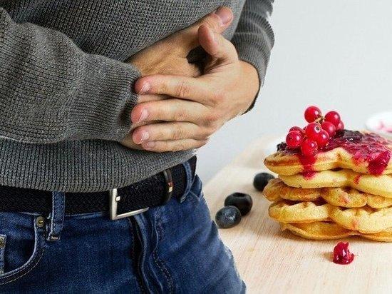 Гастроэнтеролог назвал боли, требующие обращения к врачу