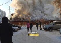 Жители Ленинского района Новосибирска заметили огромные клубы дыма, валящие с территории частного дома