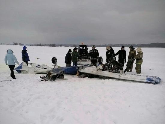 Появились фото с места крушения самолета в Ленобласти