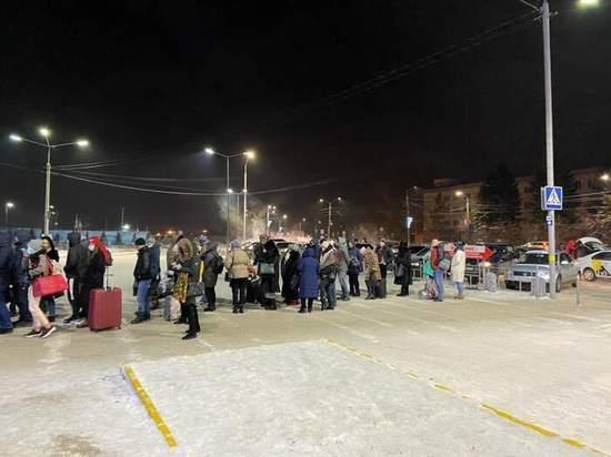 Взлёт пассажиропотока в омском аэропорту привёл к морозным очередям на улице