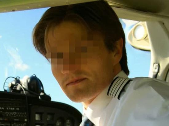 Стали известны имена двух из трех погибших при крушении самолета