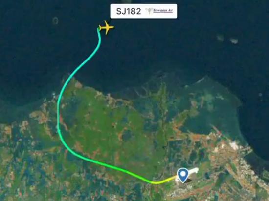 Диспетчеры потеряли связь с Боингом, летевшим из Джакарты в Понтианак