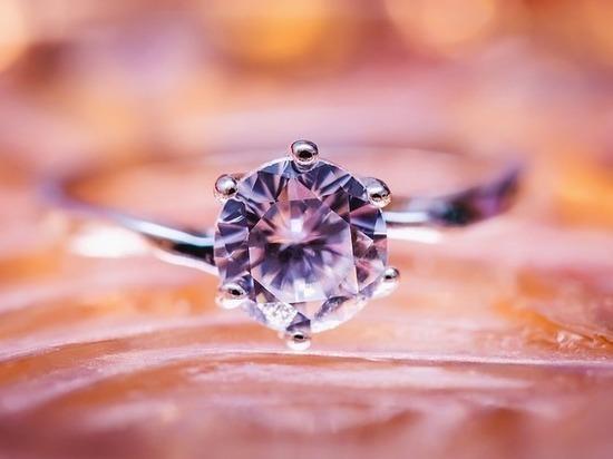 Море принесло кольцо с бриллиантом