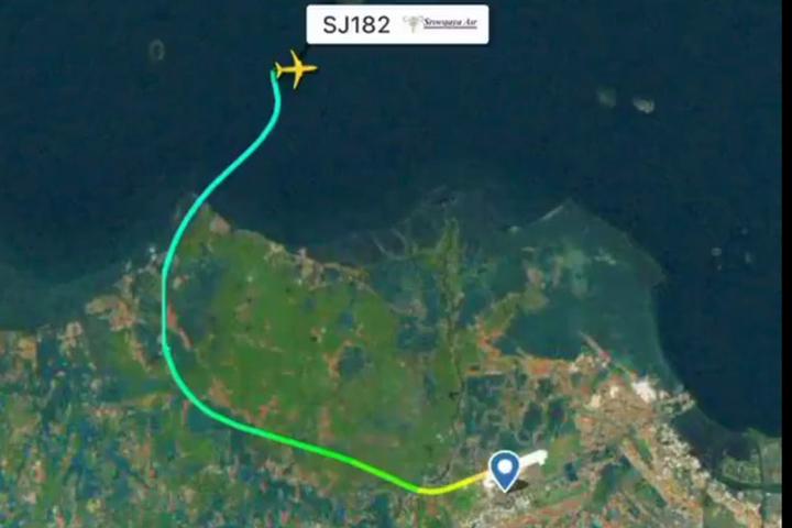 Потеряна связь с вылетевшим из Джакарты Boeing 737-500