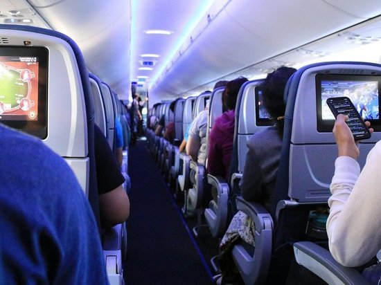 Пассажиров воздушного рейса из Москвы в Кемерово оставили без оплаченной ими еды