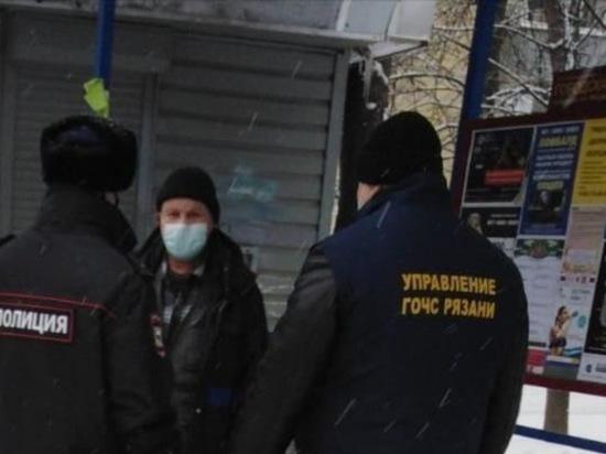На остановках в Московском районе Рязани проверили соблюдение масочного режима