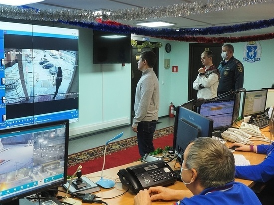 Дмитрий Артюхов проверил систему видеонаблюдения в городах Ямала