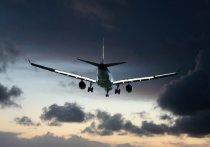 Пассажирский самолет, на борту которого находилось 62 человека, пропал с радаров вскоре после взлета из столицы Индонезии Джакарты