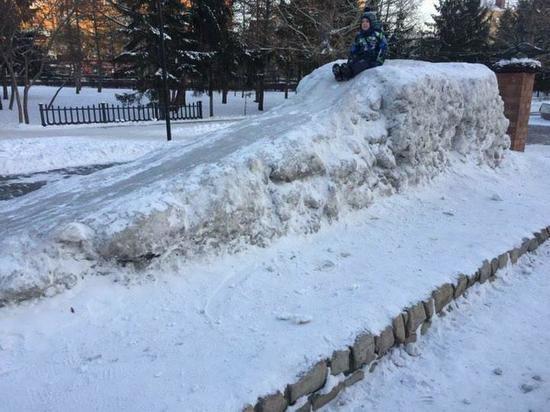 Очень страшную ледяную горку нашли в Омске