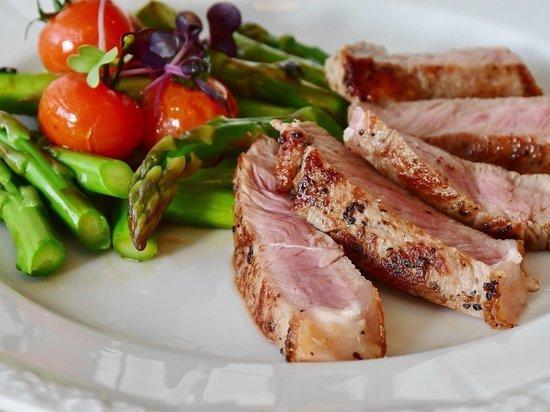 Врач: как мясо и квашенная капуста помогут восстановиться после Нового года