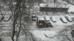 Коммунальные службы Оренбурга ведут борьбу с последствиями снегопада