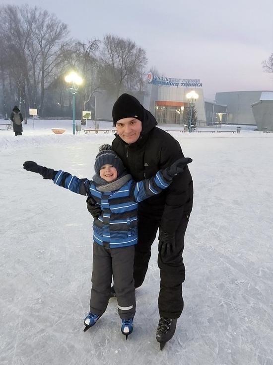 Глава Хакасии опубликовал фотографию с сыном на катке