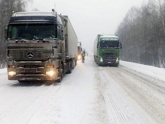 На трассе М-5 в Челябинской области ограничили движение грузового транспорта