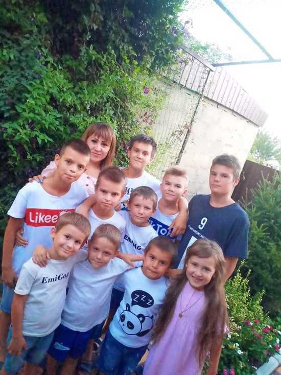 Семье с 11 приемными детьми на Ставрополье вручили благодарность