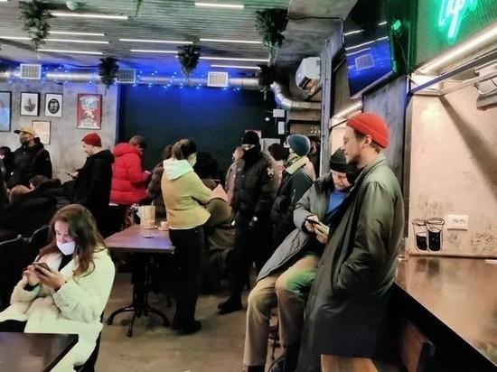 Пять баров в центре Петербурга накажут за работу ночью