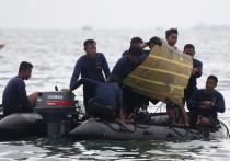 На месте крушения индонезийского Boeing 737-524 в Яванском море, где сейчас работают спасатели, зафиксирован сигнал «черных ящиков» разбившегося лайнера