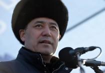 В Кыргызстане начинается подсчет голосов на досрочных президентских выборах и референдуме по форме правления, уже известны первые итоги