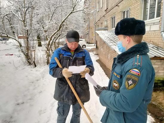 Инспектор Захаров в смоленском Ярцеве инструктировал смолян о том, как избежать пожара