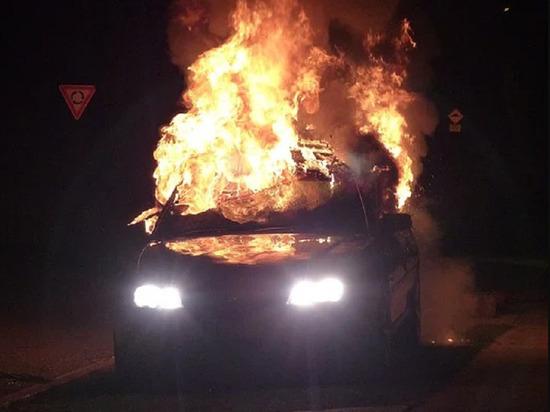 Легковая иномарка загорелась утром в Анжеро-Судженске