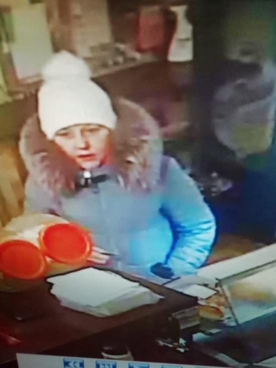 В Иванове разыскивают женщину, которая достаточно вольготно распоряжалась чужой банковской картой