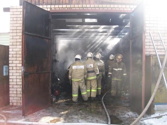 В Ивановской области 15 человек тушили загоревшийся сарай