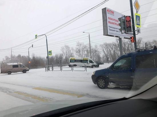 Около Челябинска произошло ДТП с участием маршрутного такси