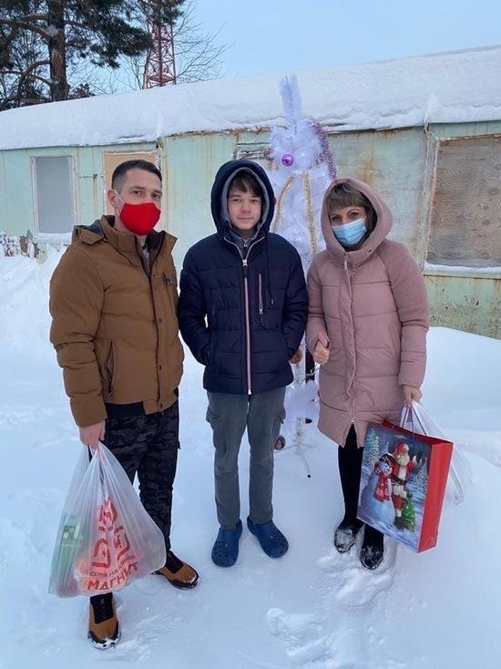 Волонтеры-медики ЯНАО развозили детям подарки в праздники