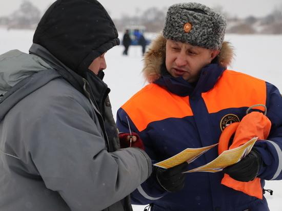Глава рязанского МЧС провел рейд по Оке вблизи города