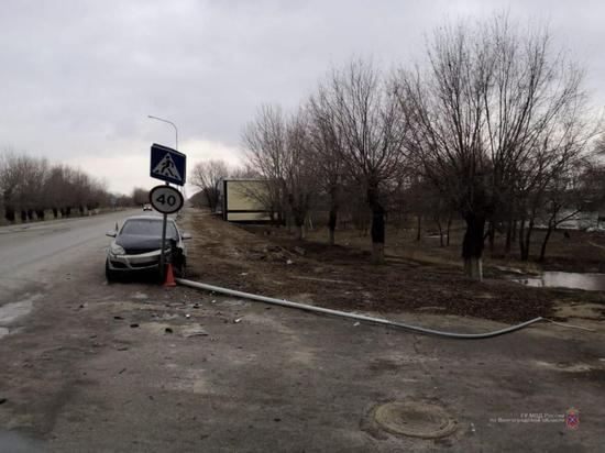 В Волгоградской области «Опель» протаранил опору ЛЭП