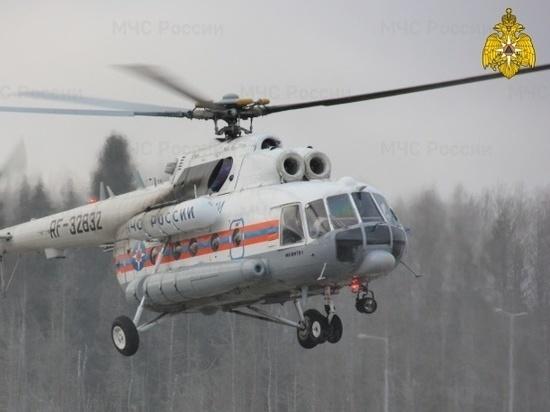 Медики и спасатели доставили на вертолете в Тверь тяжелобольного человека