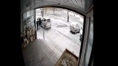 В Хакасии автомобиль въехал в толпу подростков