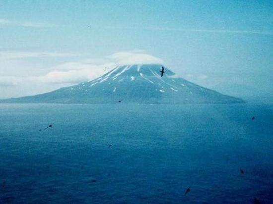 На курильском острове Матуа проснулся вулкан