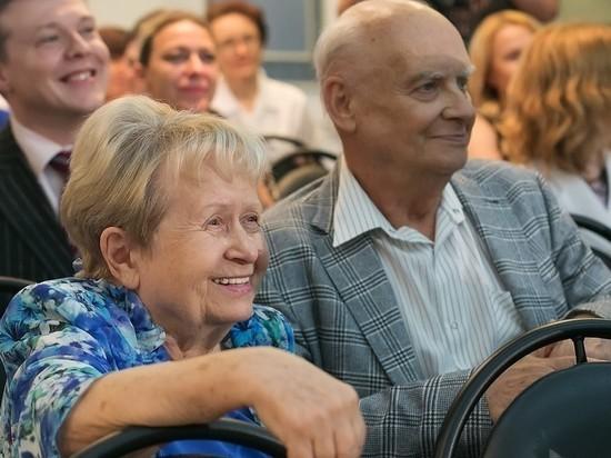 Пахмутову и Добронравова выписали из больницы после коронавируса