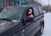 Депутат Заксобрания ЯНАО отвез врачей к пациентам на дом