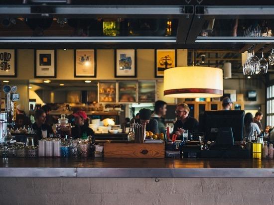 В Петербурге с начала года закрыли 15 баров за нарушение ковид-ограничений