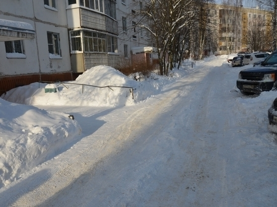 Госжилинспекция: в новогодние дни выявлено 157 нарушений по уборке снега управляющими компаниями
